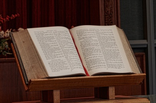 Central-Church--Bible-800-px-web